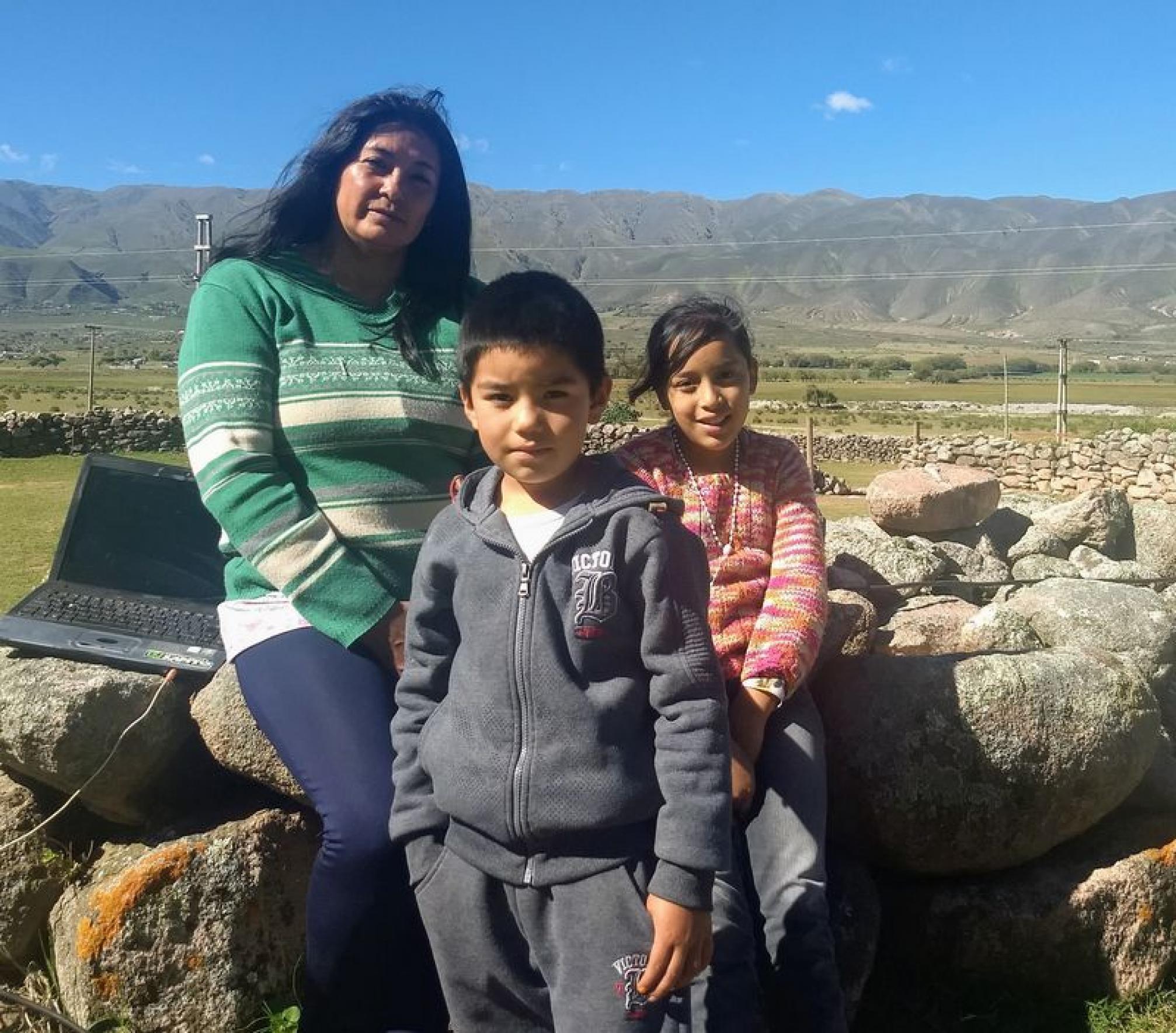 Sonia y sus hijos, pueblo